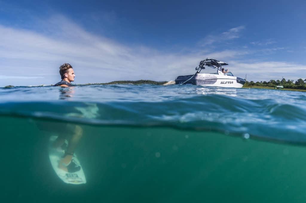 débuter wakeboard bateau eau corde wake sports board