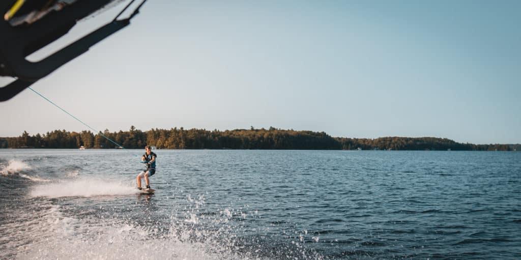 wakeboard bateau vagues liquid eau stock wake
