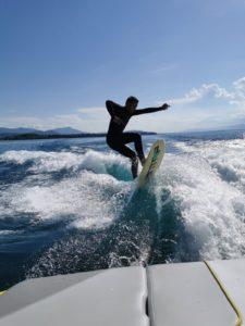 rider wakesurf planche board vague boat